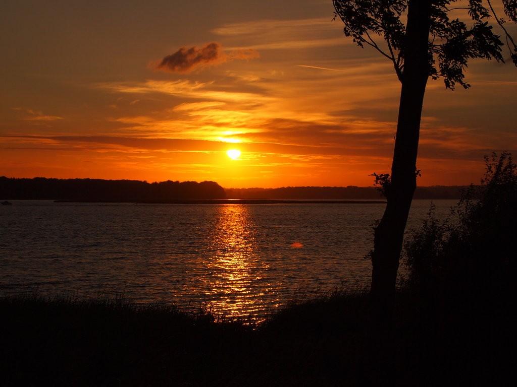 midsummer_eve_s_sunset_by_tanasha67-d5uo3z6